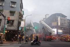 北市大安區民宅火警 消防人員滅火救出6人