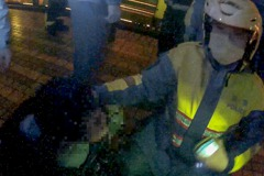 北市酒醉男雨天做勢跳橋 警脫裝備、借傘裝成路人救回