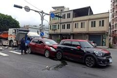 驚悚!砂石車見紅燈竟「直直撞」 追撞3車釀3人傷