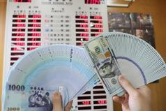 台股成提款機、熱錢賣股匯出 新台幣匯率貶回28字頭