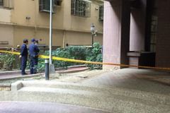 高雄女子在住家外步道死亡 疑想爬回家失足從2樓墜地