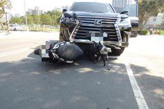 影/無號誌路口未減速禮讓 新北女大生騎機車被撞命危
