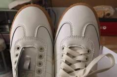網購新鞋竟來同隻腳 二度開箱她卻再次崩潰令全網笑翻