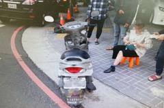 影/香港男在台中開車 右轉沒打方向燈撞輕熟女