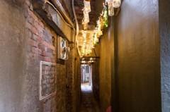 廢棄空瓶打造「瓶燈巷」 點亮瑞芳老街成打卡熱點