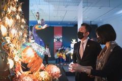 新竹美術館展出國寶級燈藝 呈現精巧的燈光美學