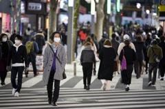 警戒心鬆懈?東京周末街頭湧現人潮 上次緊急狀態三倍