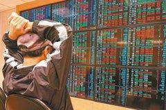 台股先蹲後跳 權證投資人冷眼觀望