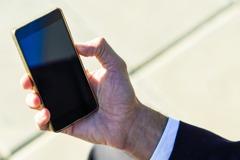 她感嘆學生「人人手拿iPhone、用無線耳機」 網曝關鍵