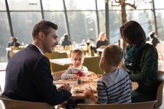 他嗆父母帶未成年孩子吃夏慕尼要檢討 網噓聲一片:可悲