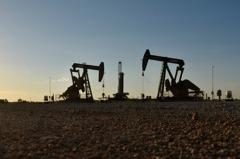 國際油價崩跌7% 復甦之路有不確定性、黃金也走軟