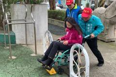 竹北部分公園設路阻檔機車 輪椅族娃娃車也不便