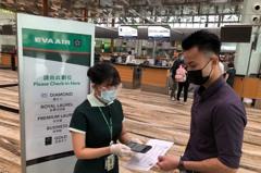 長榮:即起新加坡飛台北航班掃驗證碼 速確認旅客健康
