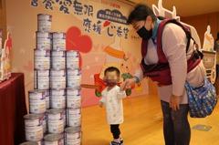 新北單親媽育一歲兒經濟壓力大 協會捐奶粉減負擔