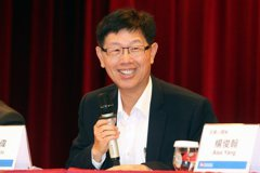 手機代工外患頻仍,鴻海劉揚偉哪來自信再提高市占?