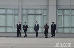 拜登上任後首度訪台團 美國前參議員陶德抵松山機場
