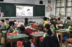 繪本「從唐山吃到基隆」傳統美食 國小童營養午餐親嘗