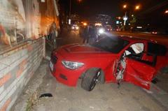 影/18歲台中男無照開媽媽的車 違規左轉撞BMW出大事