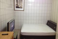 不只廁所!臥室牆也貼滿磁磚 租屋者問「啥用意」網曝神優點