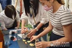 女裝設計師品牌與桃園復興食農合作 推媽媽桃醃漬活動