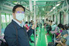 林佳龍搭乘台中捷運「偉大城市終於等到這條軌道」