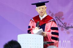 影/「退而不休 心繫國事」 彭淮南獲頒經濟學博士