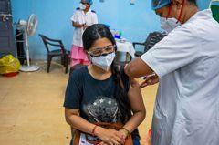 美印供貨難指望 各國轉向北京求援疫苗