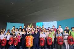 高雄承接台灣燈會信物 明年打造百公頃雙主場燈會