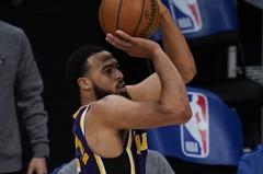 NBA/小將致勝三分贖罪 湖人延長賽氣走尼克