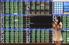 權值股走弱 鋼鐵、航運股穩住...台股跌13點收16,132點
