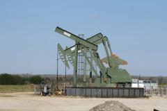 油價跌破每桶65美元 反映庫存增、伊朗談判顧慮