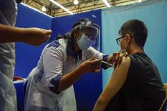 馬來西亞增設大型接種中心抗疫 拚單日施打15萬人