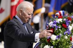 陣亡將士紀念日 拜登捍衛美國「不完美」民主
