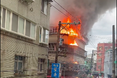 萬華民宅清晨竄火 74警消撲救 3人燒燙傷送醫