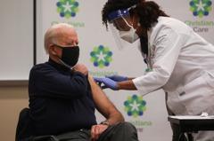 「打一針、請喝一杯」美拚國慶日前70%成人接種疫苗