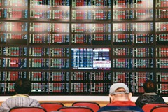 貨櫃三雄變臉 台股下跌63點收17,307點
