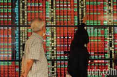 鋼鐵人領漲台股收漲12.57點 三大法人賣超120.97億