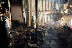 大雨中台中清水半夜鐵皮屋大火 燒毀廚具