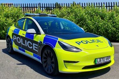英國警車也迎來全新電動車成員 又是Tesla Model 3