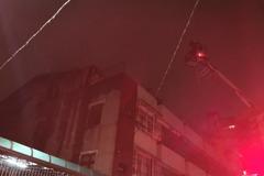 影/嘉義市義教街住宅4樓火警 火勢已控制15人撤出