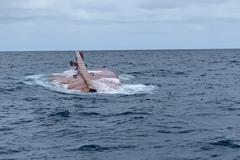 影/高雄外海漁船失火沉沒 1個月後出現三貂角海域漂流