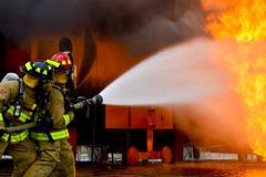 未來消防噩夢! 電動車失火用水量是傳統燃油車的93倍
