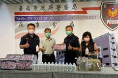 疫情不鬆懈 南市議員陳秋萍與建商贈永康警防疫物資