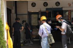 檢警會同台電人員進喬友大樓勘驗現場 釐清線路、電錶