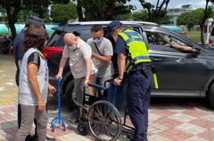 台南疫苗接種站 警方宣導防詐、交安備彩蛋一舉兩得