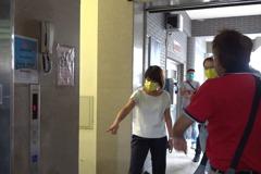 汐止活動中心樓梯間滲水 議員促抓漏避危險