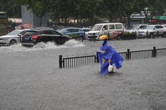 河南鄭州3天暴雨破紀錄 相當於被倒進317個西湖