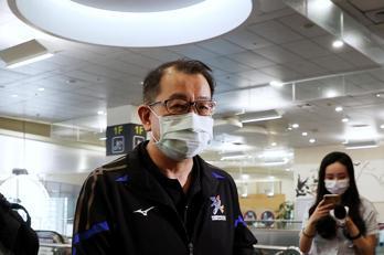 影/體育署長張少熙 搭經濟艙飛日本