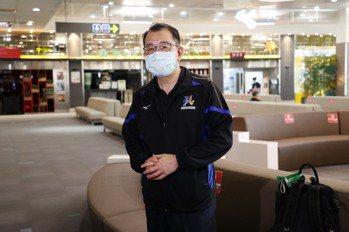 體育署長搭經濟艙出發東京 助東奧國手「最後一哩路」