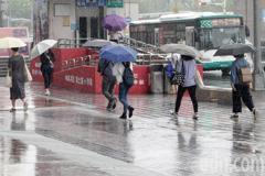 烟花颱風外圍環流狂襲北台灣 9縣市豪、大雨特報